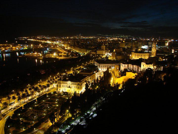 Durante las noches de verano en m laga capital se ofrecer - Fotos malaga capital ...