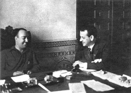 El gobernador civil republicano de Toledo, Vega López,   es entrevistado en el Palacio Arzobispal.
