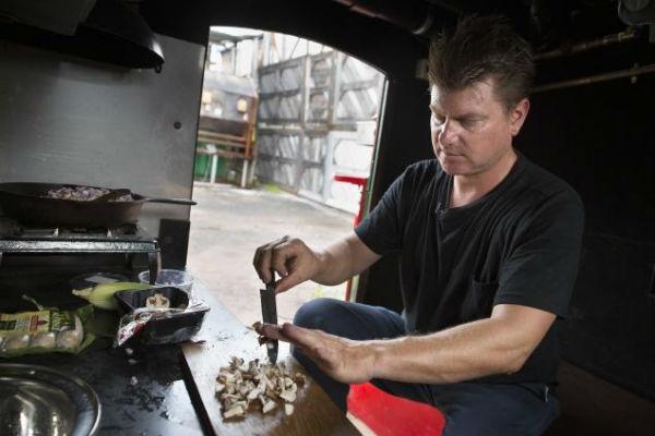 Gregory-Kloehn-casa-basurero-cocina