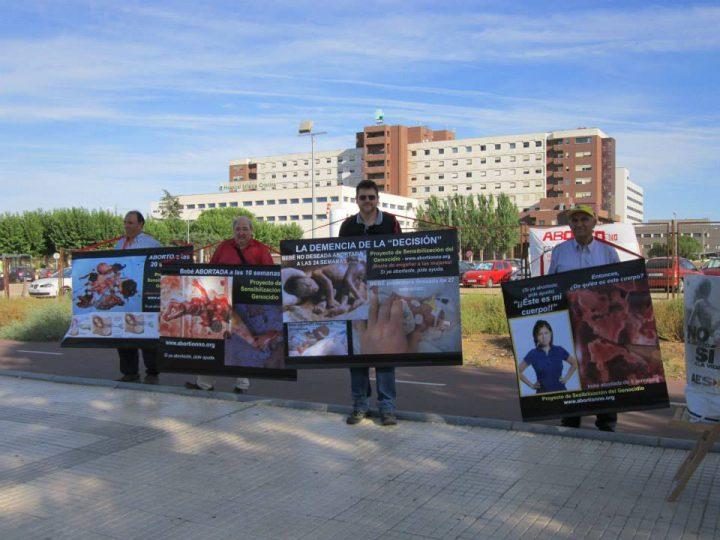 Concentración-en-defensa-de-la-vida-Badajoz