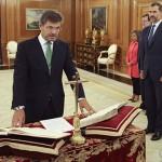 Gran avance progresista de la monarquía española: jurar los cargos ante el Rey sin Biblia y sin Crucifijo
