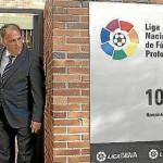 Dos millones de becas en material escolar o qué hacer con la deuda de los clubes de fútbol