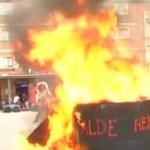 Radicales queman un tricornio gigante de la Guardia Civil