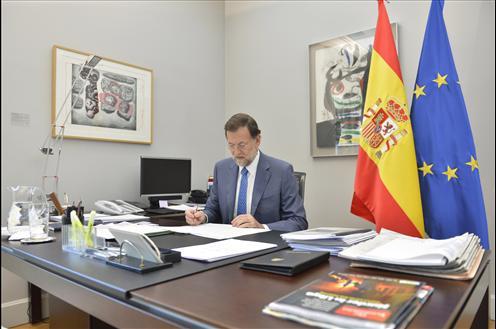 Rajoy sigue la jornada del 9 n comodamente desde su for Oficinas en moncloa