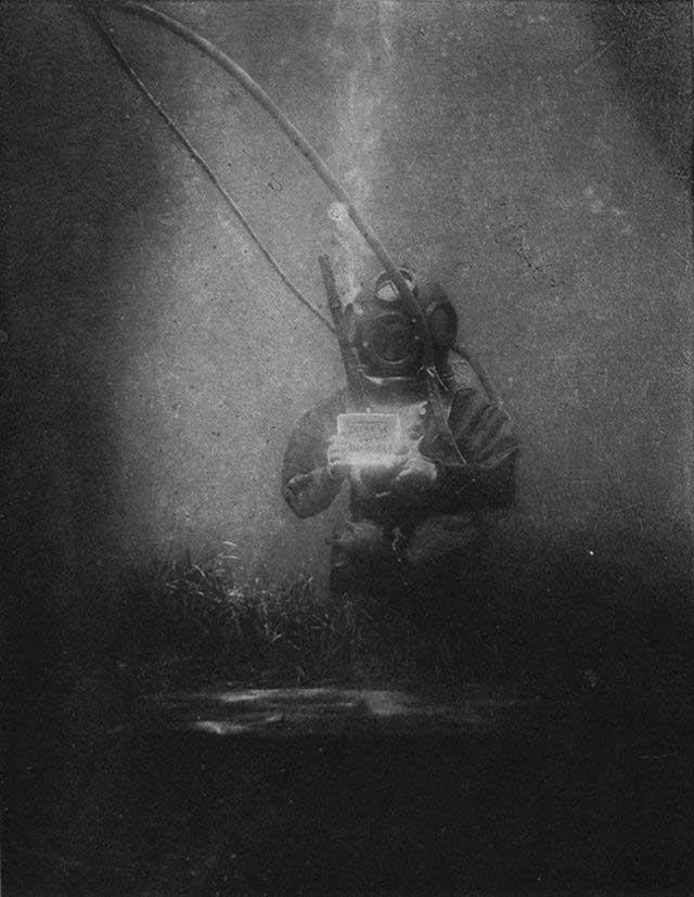 primera-fotografia-submarina