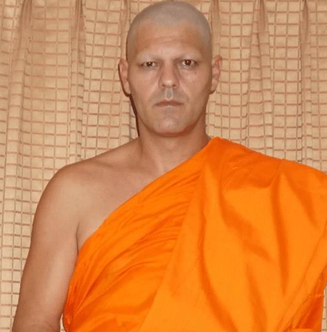 frank-de-lajungla-monje-budista