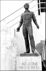 Jose-Antonio-monumento-valencia