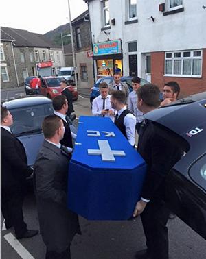 celebran-funeral-amigo