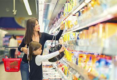 mujer-hija-supermercado