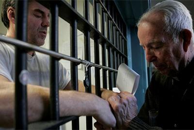iglesia-catolica-ayuda-presos