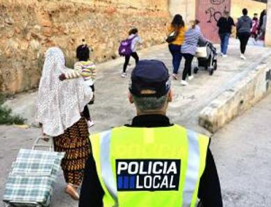 musulmanes-colegio-policia-local