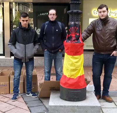 Militantes de Falange Española de las JONS pocos minutos antes de ser brutalmente agredidos