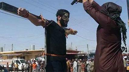 estado-islamico-crucifica-personas