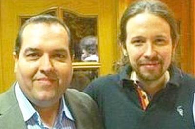 Alejandro Cao de Benós junto al líder de Podemos Pablo Iglesias