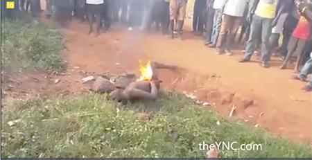 musulmanes-africa-queman-hombre1