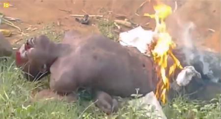 musulmanes-africa-queman-hombre2