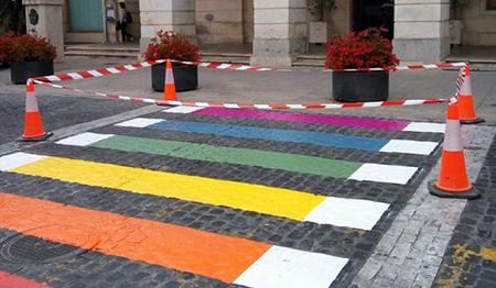 paso-de-cebra-bandera-homosexual
