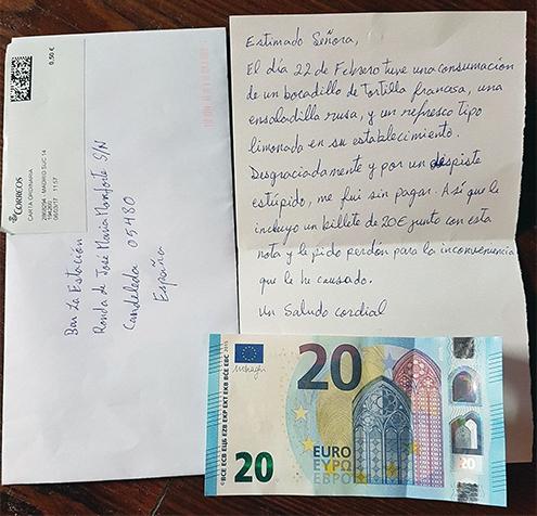 hombre-paga-simpa-restaurante-carta