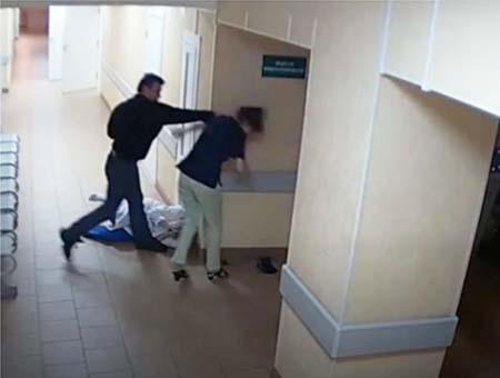 polemico-video-hombre-golpea-enfermeras-hospital