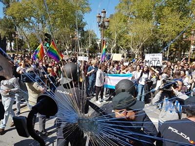 violentos-extrema-izquierda-LGTB-atacan-Hazteoir