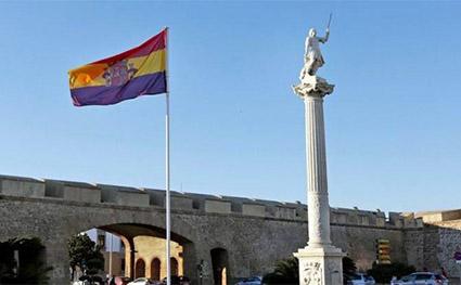 Bandera-republicana-plaza-constitucion-cadiz