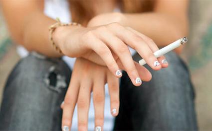 Mujer-fumando-tabaco