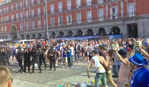 hinchas-leicester-Plaza-Mayor-gibraltar-policia
