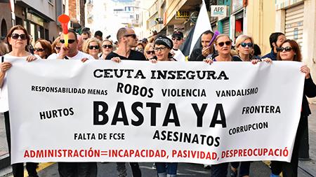 manifestación-contra-inmigracion-ceuta