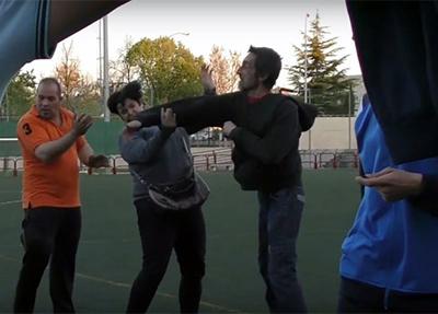 violencia-futbol-hombre-pega-madre