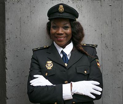 Carmen-Ada-Edjang-policia