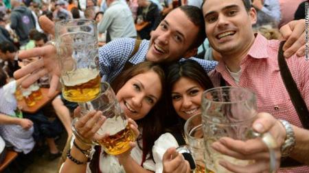 Jóvenes cerveza
