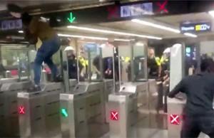enfrentamiento manteros policia barcelona