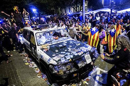Vehículos destrozados Guardia Civil
