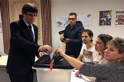 Puigdemont votando
