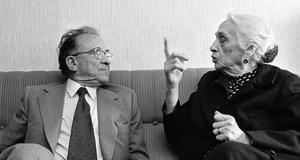 Santiago Carrillo y La Pasionaria