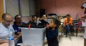 niña votando referéndum Cataluña