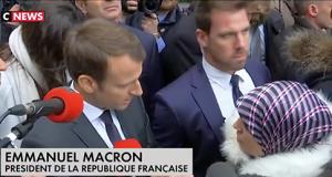 Macron con una inmigrante marroquí