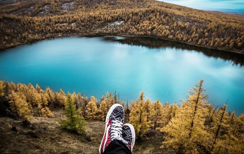 zapatos con un paisaje bonito