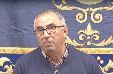 El alcalde de Pedrera (Sevilla), Antonio Nogales, quiere ver a gente fusilada