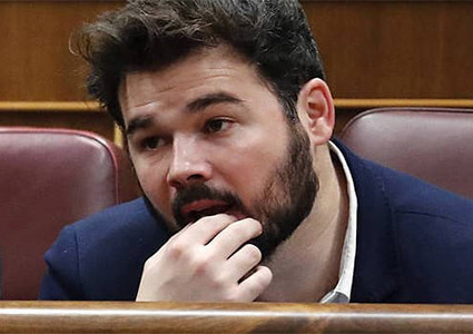 Amenazas de Gabriel Rufián. El DIiputado Gabriel Rufián en su escaño del Congreso de los Diputados