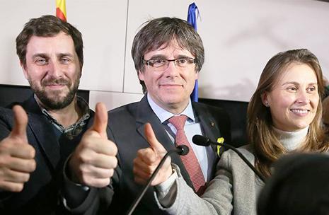 Los exconsejeros en Cataluña podrían renunciar a su acta en el Parlament de Cataluña