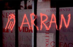 Los golpistas de extrema izquierda de Arran atacan la sede del periódico Crónica Global