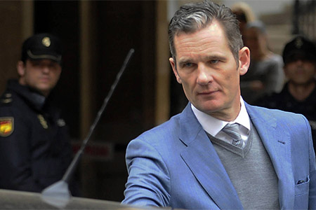 Urdagarin saliendo de los juzgados tras el juicio en Palma de Mallorca