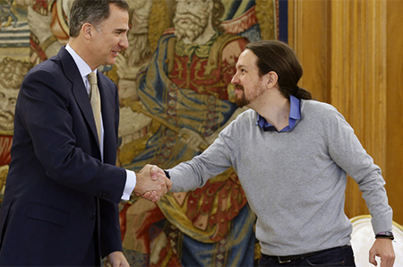 El rey Felipe VI ha recibido hoy en el Palacio de la Zarzuela al líder de Podemos, Pablo Iglesias, en su tercera y última ronda de consultas con los líderes políticos para pulsar la posibilidad de proponer un candidato a la investidura antes de que los plazos constitucionales obliguen a disolver las Cortes y convocar nuevas elecciones.