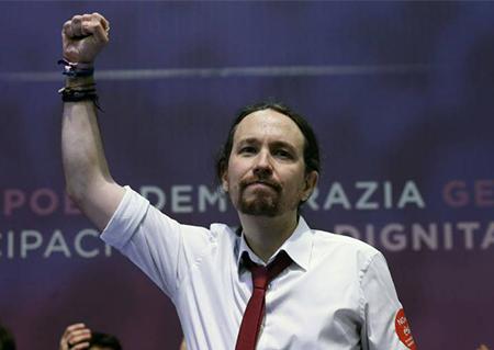 El Secretario General de Podemos, Pablo Iglesias, puño en alto en el Congreso de Podemos en Madrid