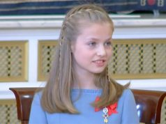 Princesa Leonor recibe el Toisón a manos de su padre el rey de España Felipe VI