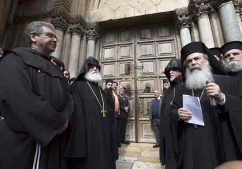 El Santo Sepulcro cierra sus puertas por el ataque de los judíos