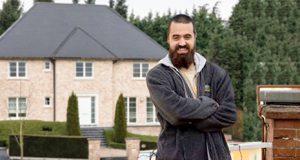 Tabarnia alquila un balcón frente la vivienda de Puigdemont en Bruselas para cantarle Manolo Escobar. Vivienda Puigdemont en Bruselas