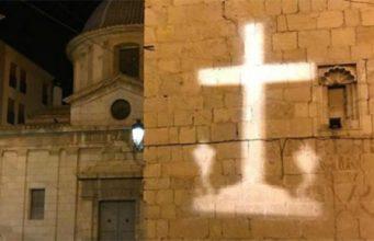 Cruz de Callosa de Segura en pie durante la Semana Santa