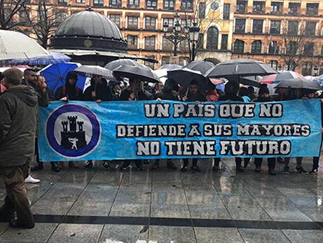 Hogar Social Toledo en la concentración de las pensiones dignas en Zocodover Toledo